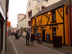 Coach and Horses Pub in Tenby, c geograph.uk