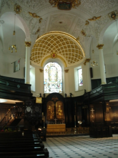 St Clement Danes, interior